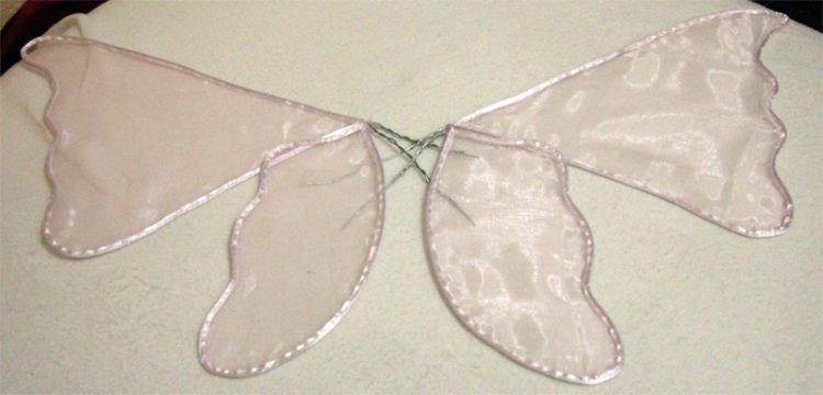 Alle Flügelteile so anordnen, wie sie später aussehen sollen