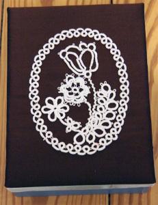 Blumenmotiv mit Nadelocchi