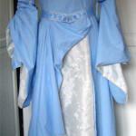 Mittelalter-Hochzeitskleid in blau-weiß