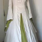 Mittelalter-Hochzeitskleid in grün und weiß