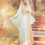 Mittelalterkleid in weiß-gold mit abnehmbarer Kapuze
