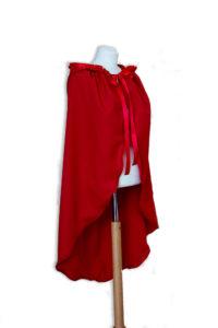 Rotkäppchen- Umhang aus Modestoff mit Stickerei und Rüsche