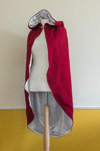 Rotkäppchen-Umhang aus Wolle mit Futter aus Satin