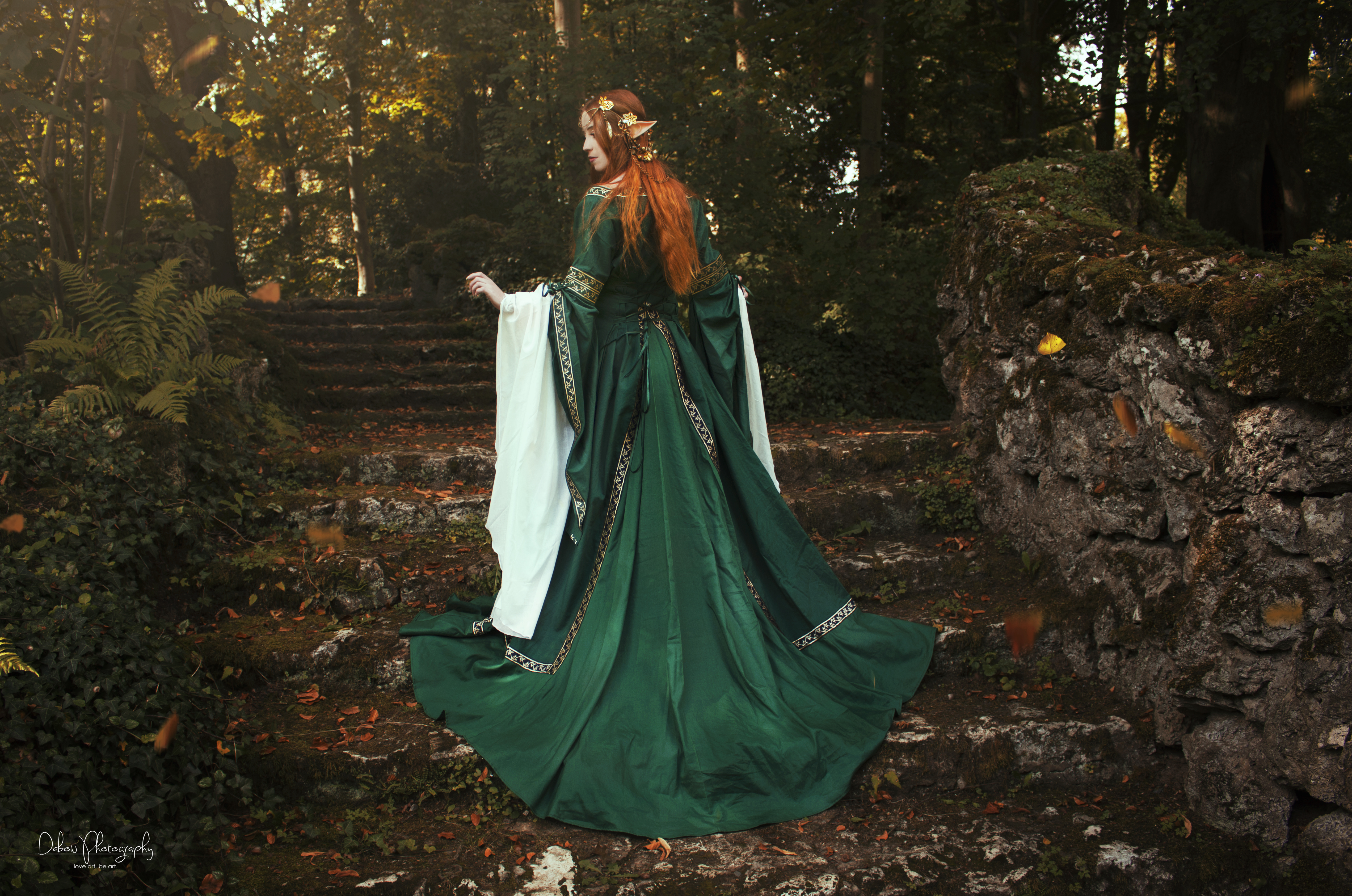 Grünes Elbenkleid umgearbeitet. Fotografin: Dabow Photography. Model: Sonny Ben