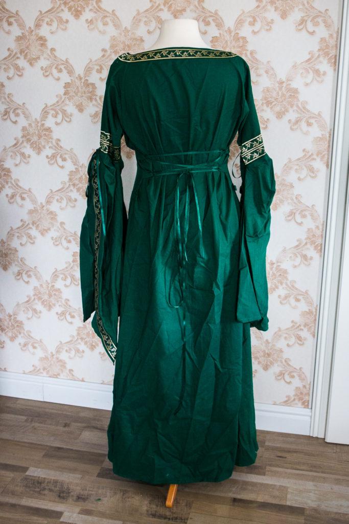 Mittelalterkleid vor dem Umarbeiten