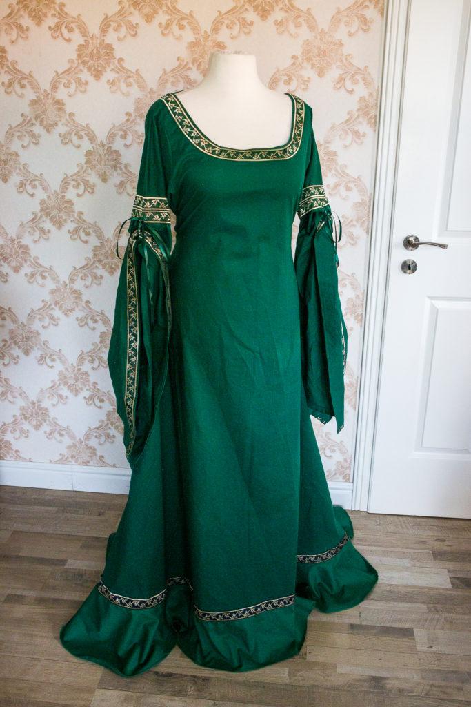 Kleid verlängert und weiter gemacht