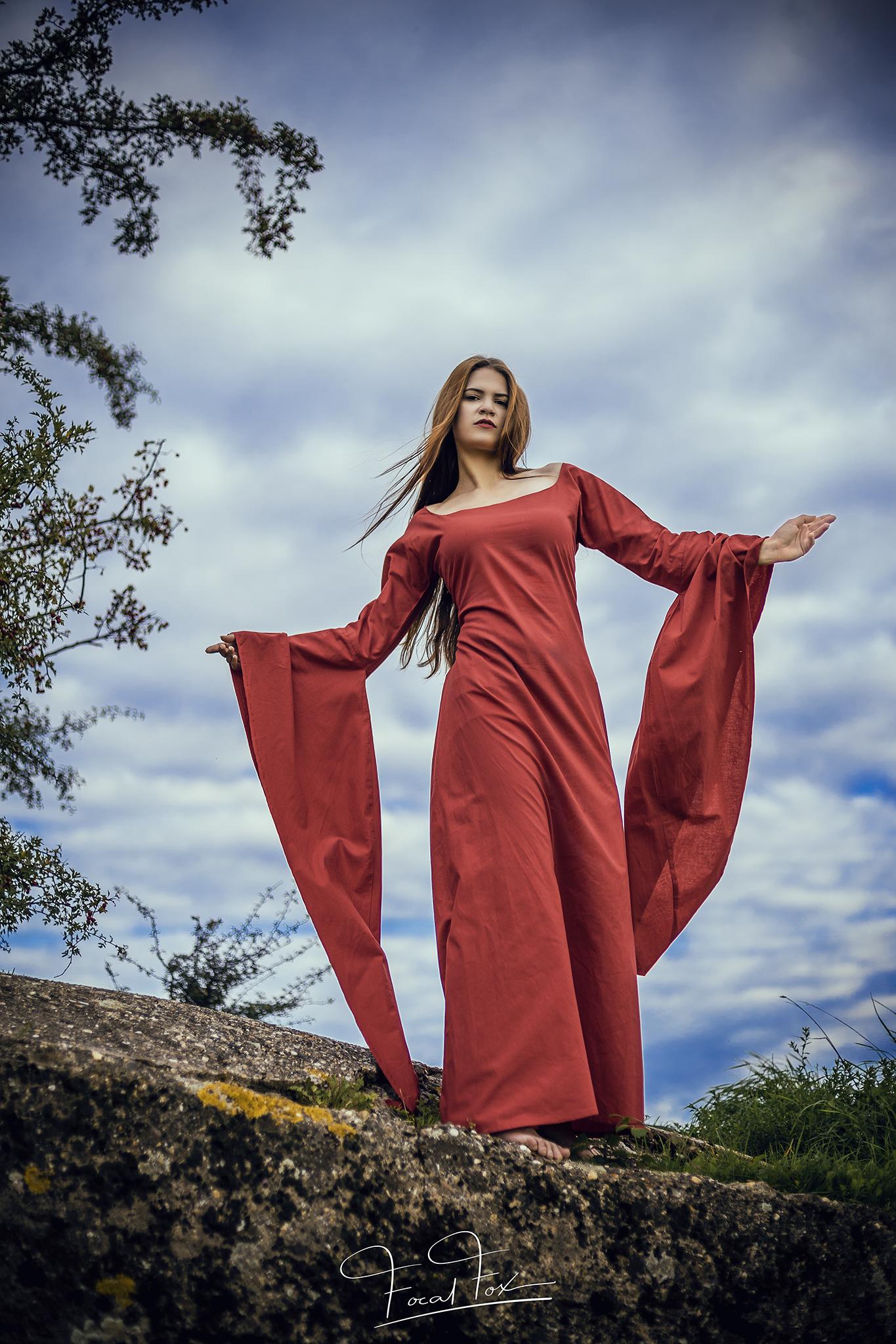 Mittelalterkleid rote Priesterin