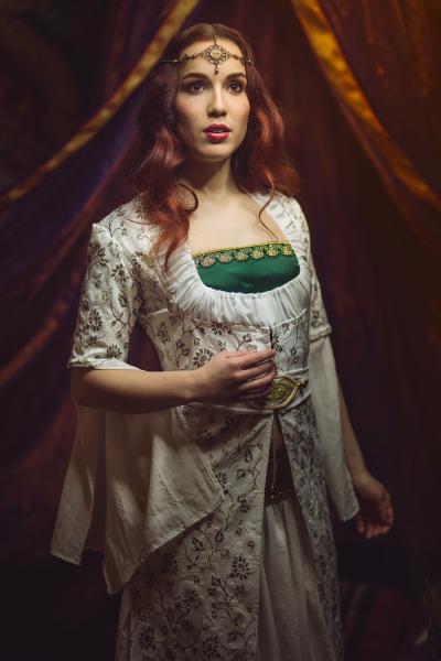 Kleid Aliya Orient_ Model eva Lilienthal_Foto EosAndy_ Schmuck Metalvlorphose_Gewandfantasien