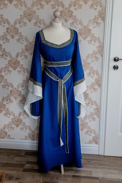 Mittelalterkleid Branwen in Leinen mit Borte
