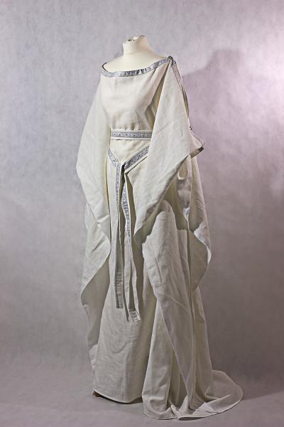 Mittelalterkleid Ceres aus Leinen mit Borte und Gürtel