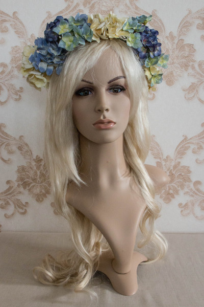 Blütenkranz mit Hortensien in blau und creme