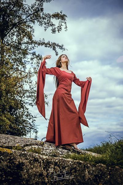 Mittelalterkleid Rote Priesterin Größe M