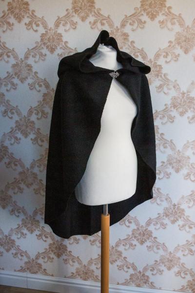 Kurzumhang aus schwarzer Wolle