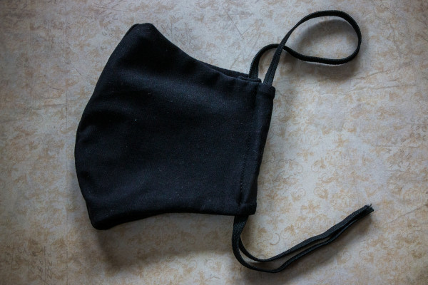 Maske aus Stoff schwarz